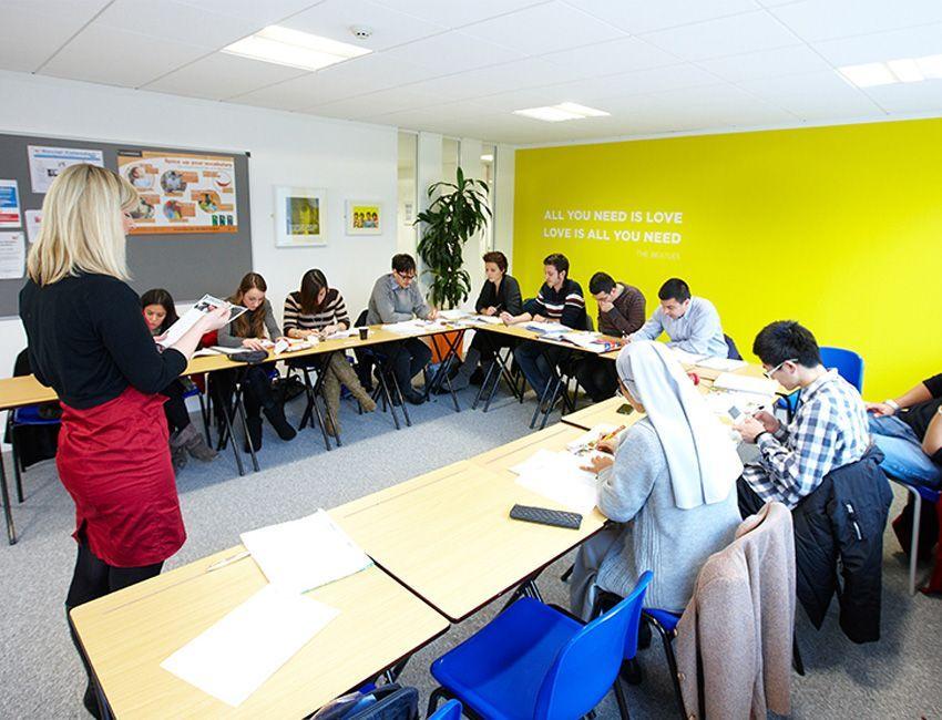 cursos-ingles-en-el-extranjero-para-adultos-bristol
